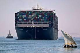 """Nach 106 Tagen im Suez-Kanal: Leinen los für die """"Ever Given"""" - Politik -  Tagesspiegel"""