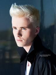 Blonde Haarsnit Voor Mannen Met De Zijkanten En Achterkant Met De