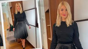 She has presented a number of television programmes alongside phillip schofield such as dancing. What Holly Wore This Week This Morning