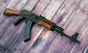 Arsenal SAM7r Can I put any standard wood furniture set on