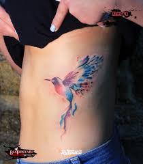 фото татуировки птичка в стиле акварель татуировки на ребре