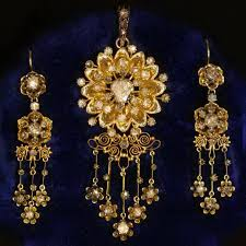 gold victorian rose cut diamonds parure brooch pendant and chandelier earrings