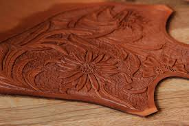 picture of tooling a simple leather purse
