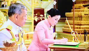 นาทีประวัติศาสตร์ สมเด็จพระเจ้าอยู่หัว สมเด็จพระราชินีสุทิดา  พระราชพิธีราชาภิเษกสมรส - ข่าวสด