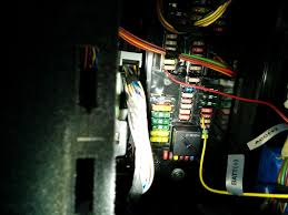 let s do this definite guide to connecting dr550 w pmp in bmw and this is what the fuse box looks like in the glove box