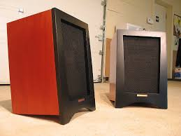 klipsch old speakers. a pair of klipsch heresy speakers. beautiful cherry finish with lacquered black finish. old speakers r