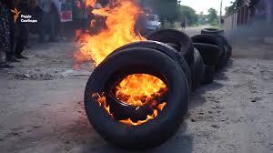 Працівники франківського підприємства влаштували акцію протесту та палили шини