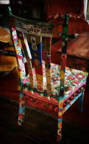 Furniture hacking or decoupage inspiration. What a nifty way to transform  an old yard sale item!
