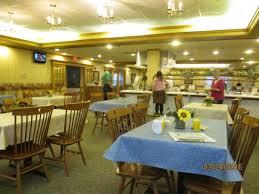 bluegate garden inn. Blue Gate Garden Inn - Shipshewana Hotel: Breakfast Area, Seating On Both Sides Of Bluegate