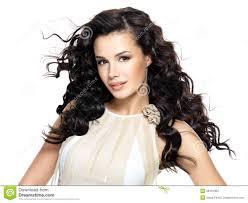 Belle Femme De Brune Avec De Longs Cheveux Bouclés De Beauté