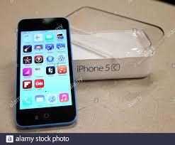 Das Apple iPhone 5C auf dem Display im ...