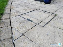 sand in joints of paving slabs or not
