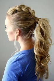 Разделить волосы на две части, обозначив прямой пробор; Domashnie Pricheski 100 Foto Krasivyh Variantov Na Raznuyu Dlinu