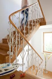 Vor türen und durchgängen im treppenbereich wird die schiene einfach hochgeklappt. Treppe Planen Und Einbauen Das Haus