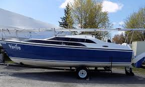 last week we discussed how to paint your aluminium boat but what about when you own a fiberglass boat or a fiberglass houseboat