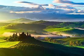 Behang Italië Toscane Velden Bomen Bovenaanzicht Mist Hd