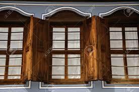 Alte Hölzerne Fenster Altbau Lizenzfreie Fotos Bilder Und Stock