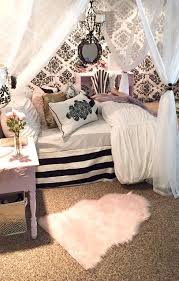 The most common girly bedroom decor material is cotton. 20 Cute And Girly Bedroom Decorating Ideas For Apartment Girly Bedroom Apartment Decorating For Couples Bedroom Themes