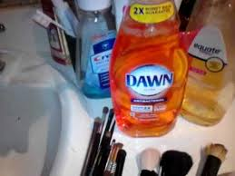 using dawn ultra dish soap to clean makeup brushes