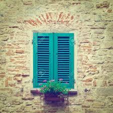 Italienische Fenster Mit Geschlossenen Fensterläden Aus Holz Mit