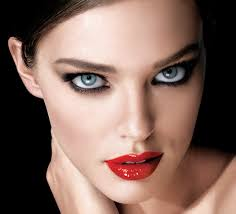 if you still prefer the cly makeup and want to show the best of your look at the l then go for an amazing red lipstick with smokey eye shadows