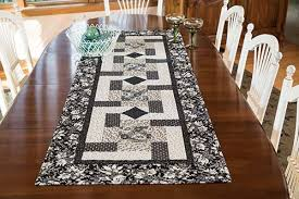 Paddlewheel Table Runner Quilt Pattern | Keepsake Quilting &  Adamdwight.com