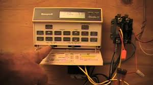 hvac old honeywell t8601d youtube Honeywell Chronotherm III Installation at Honeywell Chronotherm Iii Wiring Diagram