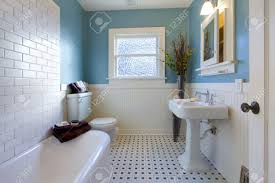 remodeling-bathrooms-in-old-houses-creative-bathroom-decoration