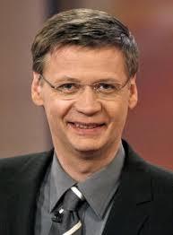 Günther Jauch wurde am 13. Juli 1956 in Münster geboren. Er war das älteste von drei Kindern aus der Ehe des bekannten Journalisten Dr. ... - guenther-jauch_149111_starportrait