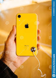 Yellow IPhone XR Smartphone During Launch Editorial Image - Image of  bestof, announcement: 129988330