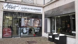 Deux Salons De Coiffure Trop Collés Lun à Lautre