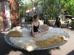 the floating bed comes in four sizes youth 6 feet in diameter double 6 6 queen 7 4 and king 8 feet the hoops have two hinged joints and four