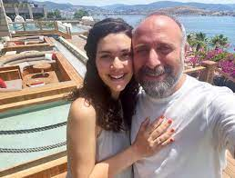 Berguzar Korel rastopila srca fotografijom s odmora: Slatko iščekivanje  Lejle - ZULA DIGEST