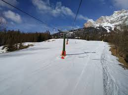 L'idea delle regioni alpine: piste da sci aperte solo per chi pernotta