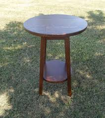 new mission oak round side table with an 18 diameter top constructed from solid quater sawn white oak with a lower shelf this is a popular size that
