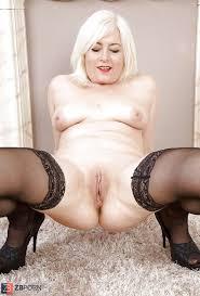 Free love mature nylon stocking