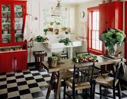 Küche Im Landhausstil   Rote Schränke Und Fliesen Im Schachbrettmuster