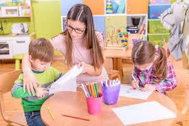 Nursery Teacher All Nurseries Should Have Early Years Teachers Charity Says