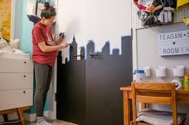 pin it on jazzkatat diy chalkboard cityscape wall