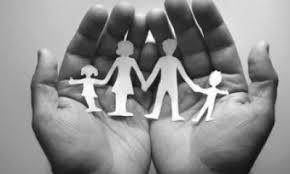 Resultado de imagen de LA FAMILIA,  cuidadora de la vida