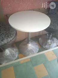 tovic restaurant round tables