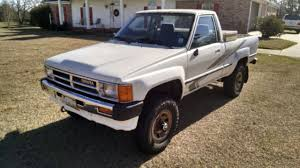 1988 Toyota Hilux Pickup DLX, 4WD, 22re 4 cylinder