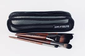 the beauty make up for ever rous brush set es with 5 essential brushes in a lovely little carrying case now let me just say i am obsessed with mufe
