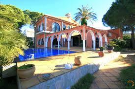 belle maison avec 4 chambres terre couverte et piscine infinity avec grand amarrage privé à