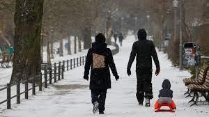 شاهد: تساقط الثلوج بكثافة بعد انخفاض درجات الحرارة في برلين