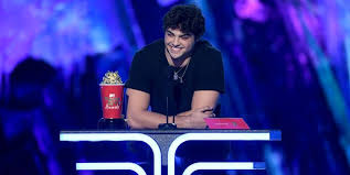 Teen heartthrob noah centineo paid tribute on sunday to his personal journey while at the 2019 teen choice awards in hermosa beach, california, when he made the inspiring speech. Noah Centineo Said He Was Really Upset Filming The Fosters At The 2019 Mtv Movie And Tv Awards