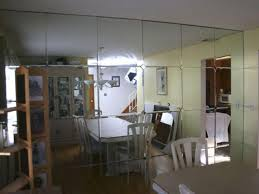 are mirrored walls back in style