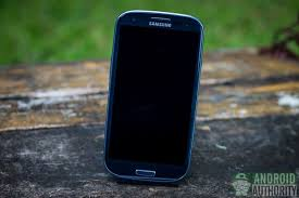 samsung galaxy s3 blue. for this article, i got to play with the blue variant of galaxy s3. s3\u0027s front design is also simple and contains some elements found samsung s3 m