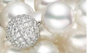 diamonds and pearls for 30th anniversary traditional gift