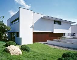 Design Exterior Case Moderne : Two modern villas hidden by a single facade miki house